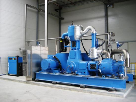 Three-stage, oil-free, water-cooled piston air compressor